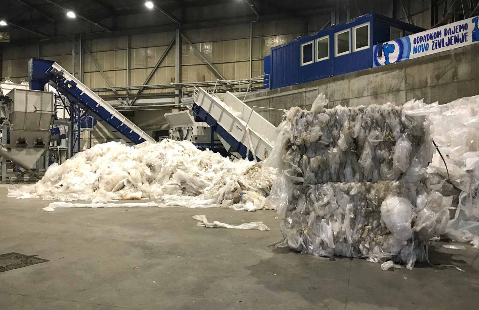 At Dinos about 8-12 metric tons of regranulate are processed during an 8-hour shift Photo: Lindner Recyclingtech